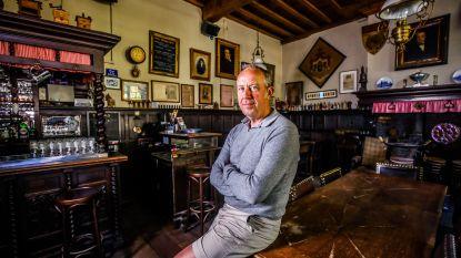 """Café Vlissinghe, waar Pieter Van In zijn Omer drinkt, wil zo snel mogelijk weer open: """"Maar ik kan mijn houten tafels toch niet in tweeën zagen?"""""""