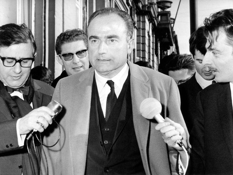 De toenmalige premier Paul Vanden Boeynants in februari 1968 net voor de val van zijn regering over Leuven Vlaams. Beeld BELGAIMAGE