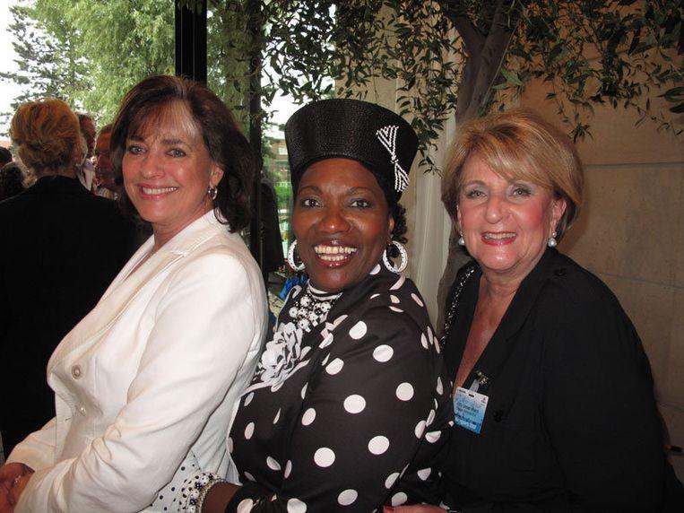 Ladies in black & white. Vlnr Mariandel van Breemen, Gerda Havertong  en Kitty Leeser-Weers. Beeld null