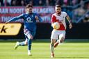 Orkun Kökçü jaagt op Nicolas Gavory van FC Utrecht.