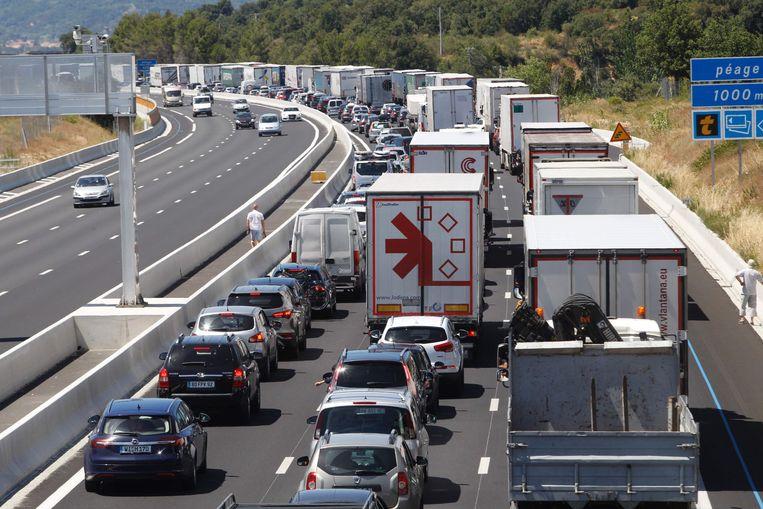 File nabij de Frans-Spaanse grens. Beeld AFP