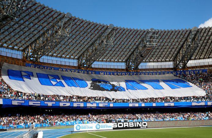 Fans van Napoli in het eigen Stadio San Paolo.
