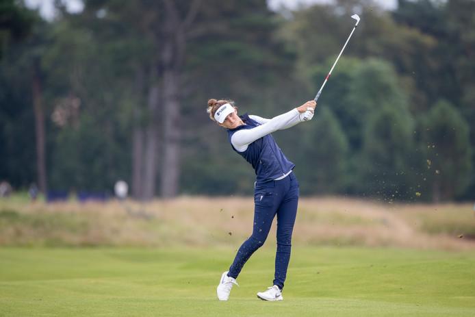 Anne van Dam tijdens de tweede dag van het Scottish Open in actie op de elfde hole.