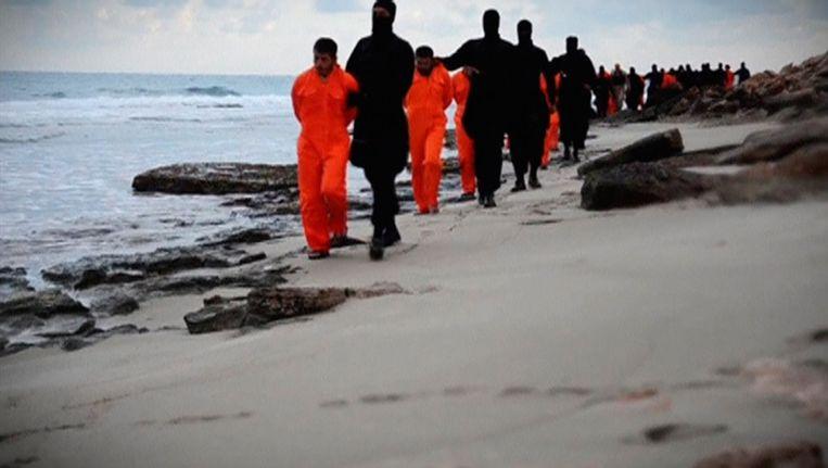 De aanvallen zijn een reactie op de onthoofding van 21 koptische christenen uit Egypte door IS, op een strand in Libië.