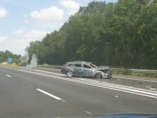 Auto slaat over de kop bij heftig ongeval op A35: vertraging voorbij