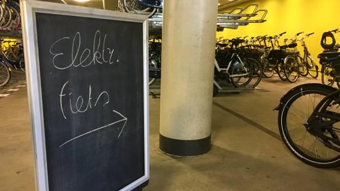 E-bikes in stalling bij Arnhems station nu onder toezicht, maar alleen overdag