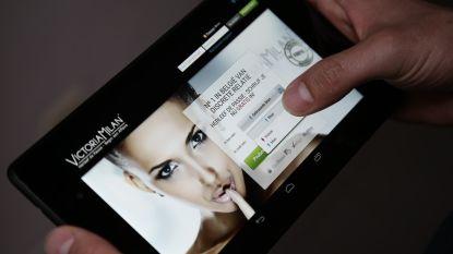 Vrouw zit op 'overspelapp' Victoria Milan en krijgt slagen van man