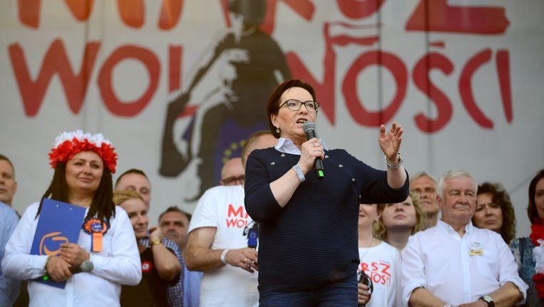 Voormalig Poolse premier Ewa Kopacz geeft een speech tijdens de 'mars voor de vrijheid'.