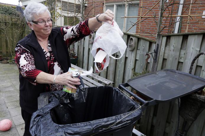 De grijze containers met restafval worden flink duurder: een volle bak van 240 liter kost inwoners volgend jaar 18,50 euro.