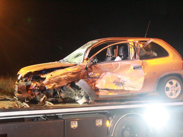 Vooral de Opel Corsa raakte zwaar beschadigd, beide inzittenden werden zwaargewond afgevoerd.