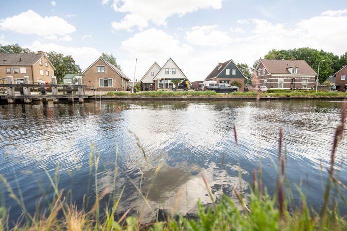 Woningen langs kanaal Almelo De Haandrik ivm verzakkingen na uitdiepen kanaal.