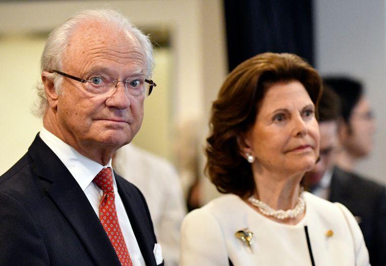 De Zweedse koning Carl XVI Gustaf, hier met koningin Silvia.  Beeld EPA