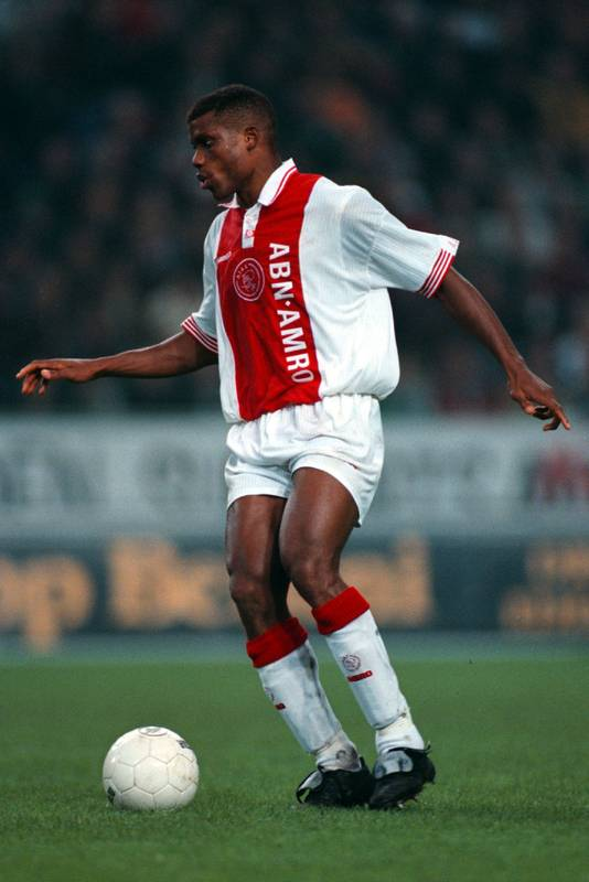 Sunday Oliseh in het shirt van Ajax