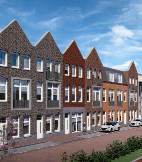 Na zeven jaar gesteggel begint nu eíndelijk de afbouw van het Gouweplein in Waddinxveen met woningen