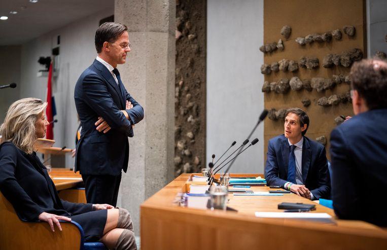 Demissionair minister Ollongren (Binnenlandse Zaken, D66), premier Rutte (VVD), minister Hoekstra (Financiën, CDA) en minister Koolmees (Sociale Zaken en Werkgelegenheid, D66) op de tweede dag van de Algemene Politieke Beschouwingen. Beeld