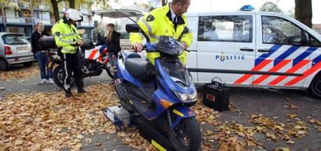 Man rijdt op gestolen scooter en zonder rijbewijs in Hulten