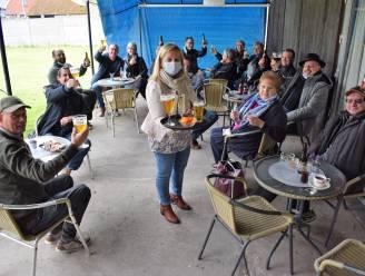 """Nancy (52) heropent café De Eekhoorn met bomvol terras: """"We hebben eindelijk opnieuw een thuis"""""""