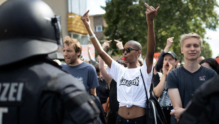 Leden van de extreem-linkse antifa zaterdag in Berlijn. Beeld Christian Mang