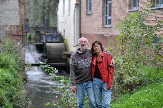 Archiefbeeld: Molenaars Roel en Agnes aan de molen in Massemen.