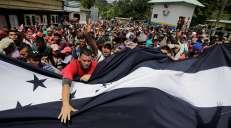 fotoreeks over Migrantenmars van duizenden mensen op weg naar de VS