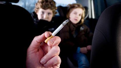 """Politie heeft vragen bij rookverbod in auto met kind: """"Nog geen camera's die rook detecteren"""""""