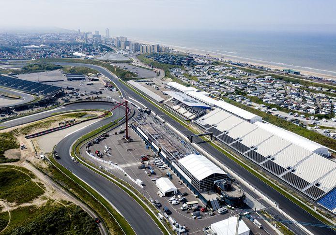 Een dronefoto van Circuit Zandvoort.