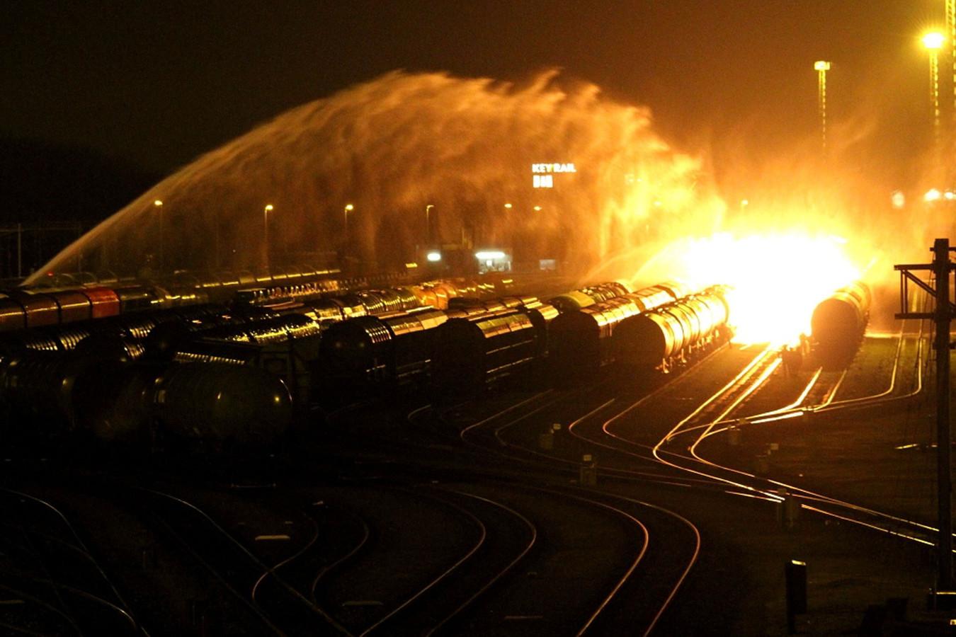 De brand op rangeerterrein Kijfhoek bij Zwijndrecht, in januari 2011.