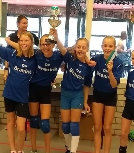 Meisjes groep 7 De Branink uit Laren nieuwe Nederlands kampioen schoolvolleybal
