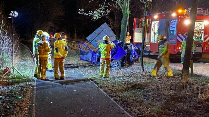 De brandweer moest de bestuurder van een auto bevrijden na een ernstig ongeval op de N310 bij Uddel.