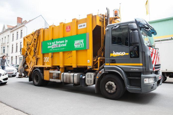 Een vuilniswagen van Ivago botste met die van Suez.
