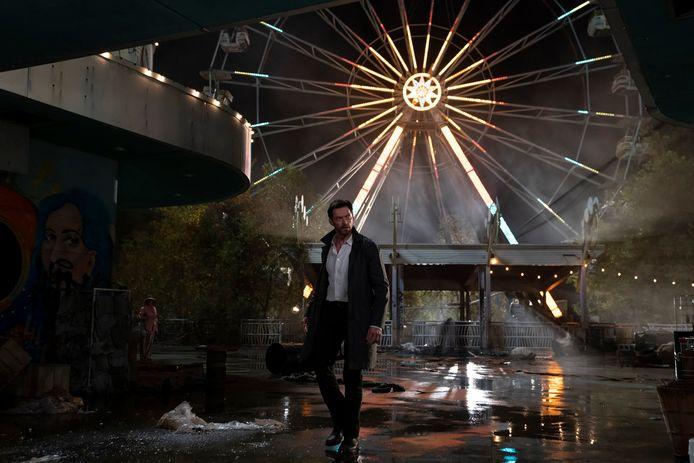 Hugh Jackman joue un détective qui propose aux gens de revivre leurs souvenirs.
