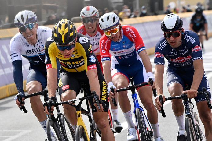 Van Aert in de achtervolgende groep. Hij eindigde als zesde.