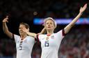 Megan Rapinoe viert haar tweede goal in de kwartfinale tegen Frankrijk.