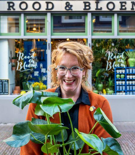 Bloemiste dolblij: Carolien mag plantjes toch voor haar winkel zetten