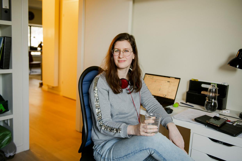 Ingenieur Eva Gadeyne (26): 'Nu die laptop er altijd is, merk ik dat ik prikkelbaarder, meer gestrest ben.' Beeld Tim Coppens