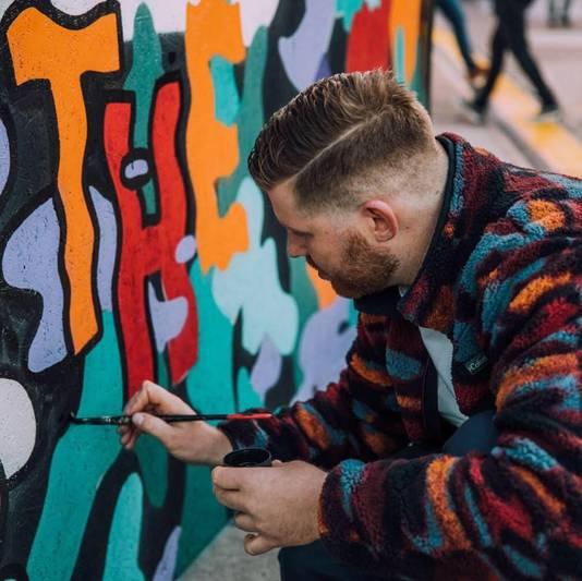 Streetartist Franky Sticks maakt speciaal voor de 10e editie een grondschildering. Hierin betrekt hij Kabouter Buttplug, die nu 10 jaar op het Eendrachtsplein staat.