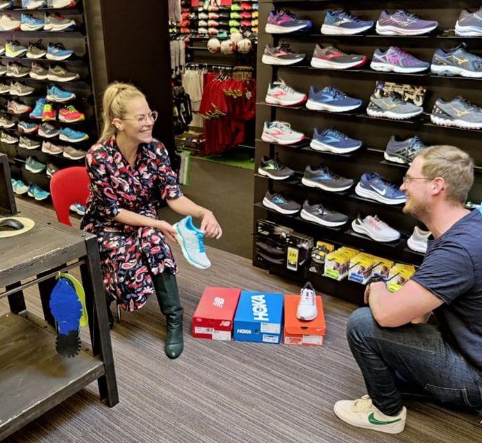 Het hele weekend lang gaven enkele BV's kleur- en stijladvies bij de deelnemende winkels. Bij De Peperstraat liep je Eline De Munck tegen het lijf. Hier met zaakvoerder Arne Devos.
