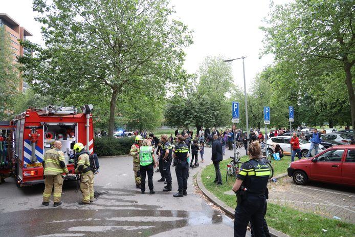 In Arnhem moesten honderden mensen hun flat aan het Kleefseplein tijdelijk verlaten na een brandmelding