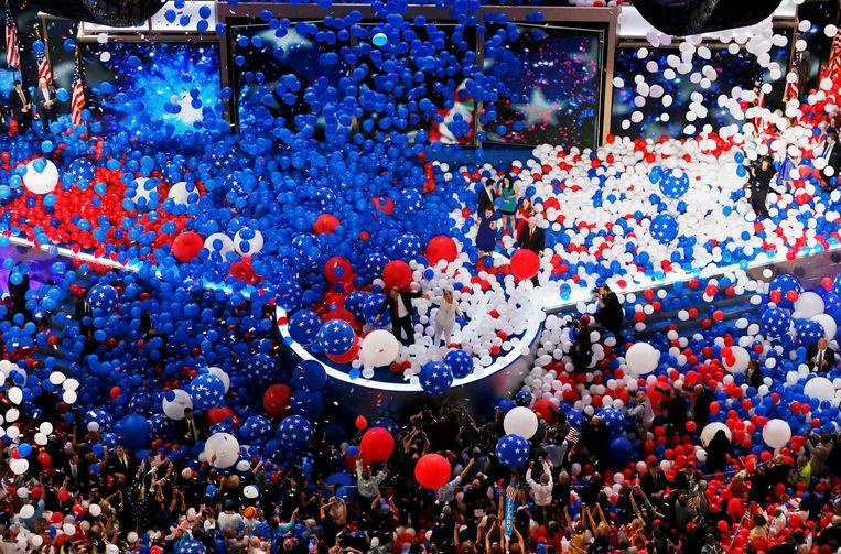 Een partijconventie is normaal een groot feest waar de genomineerde op het podium wordt gehesen (op de foto: Hillary Clinton op de conventie van 2016). Beeld REUTERS