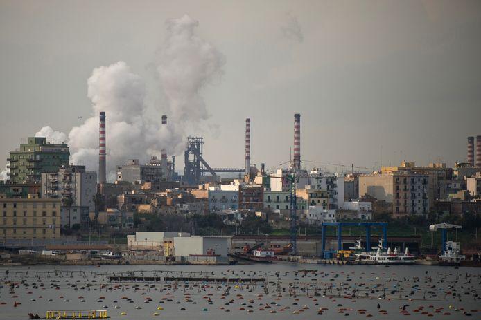 De staalfabriek in Taranto.