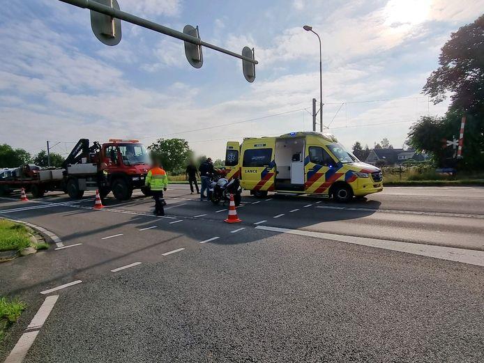 De ambulance heeft het slachtoffer van het ongeluk in Rhenen naar het ziekenhuis vervoerd.