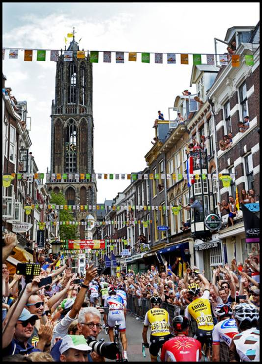 Het Utrecht-Zeeland Peloton door de Zadelstraat