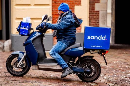 Een bezorger van Sandd.