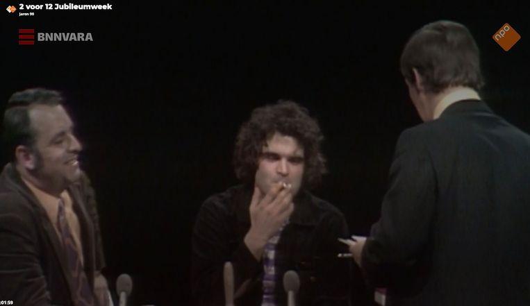 In de jaren negentig rookten kandidaten van 2voor12 gewoon door tijdens de quiz. Beeld