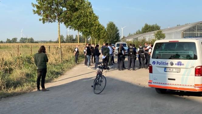 """55 feestvierders uit maïsveld gehaald in Desteldonk: allemaal boete van 250 euro. """"Dit was gewoon een verjaardagsfeest met onze bubbel"""""""