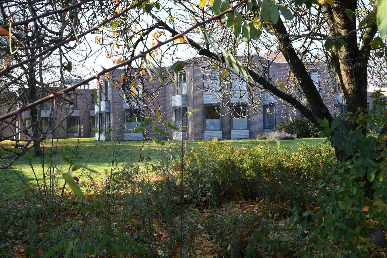 De huisvesting van Poolse arbeidsmigranten in het voormalige broederhuis Glorieux in Dongen loopt opnieuw vertraging op.