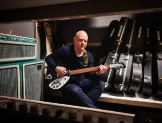 """Zakenman Peter Corijn (60) leidt tweede leven als zanger Paul Numi: """"Ik neem overal mijn gitaar mee"""""""