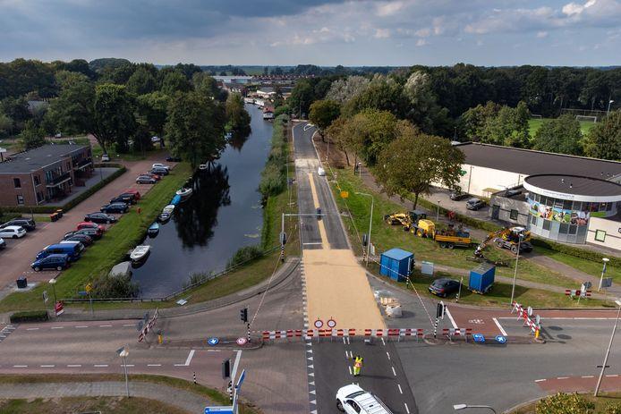 De wegwerkzaamheden om de kruisingen en oversteken veiliger te maken zijn nog in volle gang.