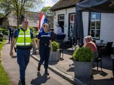 Studenten Landstede uit Zwolle leren orde houden in Giethoorn: 'In de praktijk leer je het best'