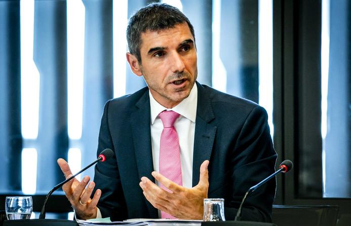 Paul Blokhuis, staatssecretaris van Volksgezondheid, Welzijn en Sport, tijdens het Tweede Kamerdebat over alcohol- en tabaksbeleid.